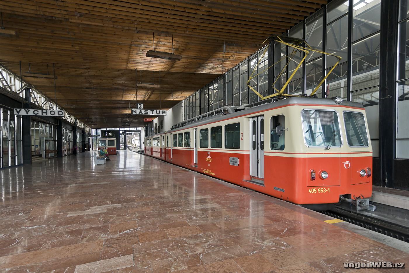 A Zubacskák Csorba állomáson pihennek<br>(fotó: vagonweb.cz)
